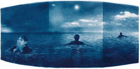 man lost floating in the ocean and he sees a guiding star